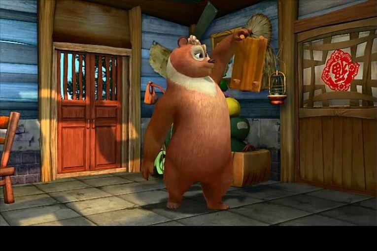 熊出没之丛林总动员是TV动画《熊出没》第三部,又译《熊出没之重返丛林》、《熊出没3》,动画片熊出没之丛林总动员讲述的是熊大熊二周游世界后重新回到丛林,再次见到丛林的朋友们。 熊大是熊兄弟的主心骨,聪明机智,善于随机应变;熊二性格憨直,做事冲动,但力大无穷。两熊最大的敌人光头强,是个身材矮小,盗砍盗伐的伐木工。 光头强追着两熊也来到丛林,再次成为伐木工,在已经规划为自然保护区的丛林里盗砍盗伐树木。为了阻止光头强破坏森林,以熊大熊二为首的丛林动物们和光头强再次展开一幕幕搞笑的较量。